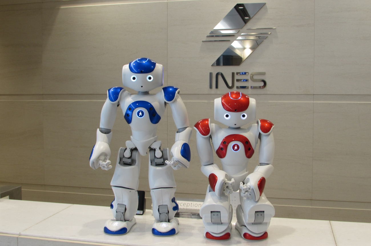 ヒト型ロボット「NAO(ナオ)」を活用してビジネスの幅を広げませんか?