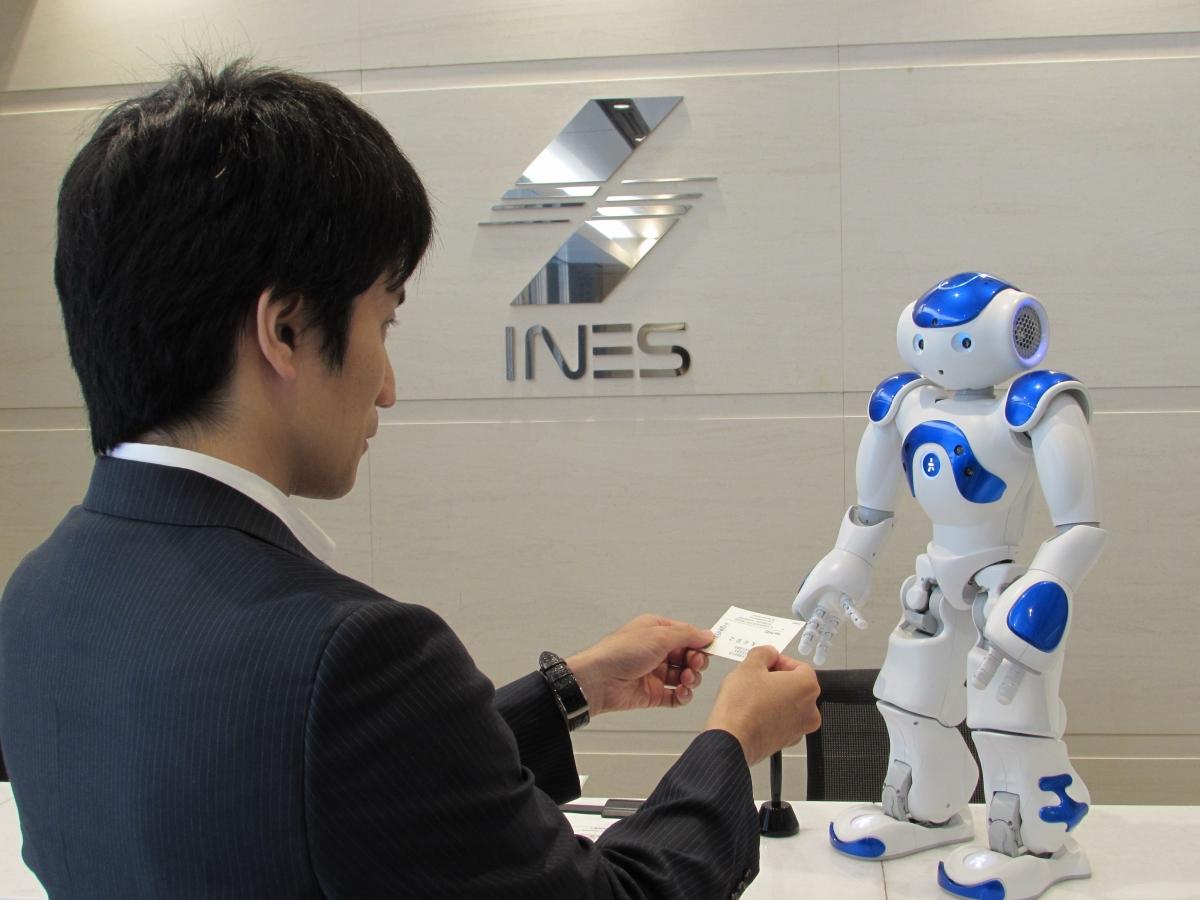 ヒト型ロボットを ビジネスで本格的に活用するために